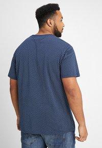 North 56°4 - T-shirt z nadrukiem - dunkelblau - 2