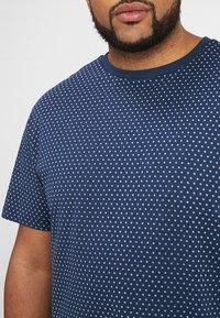 North 56°4 - T-shirt z nadrukiem - dunkelblau - 4