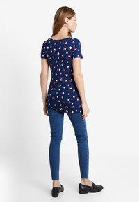 New Look Maternity - OB HARPER MID KNEE - Jeans Skinny Fit - mid blue - 2