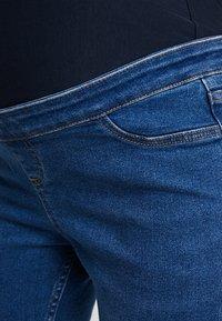 New Look Maternity - OB HARPER MID KNEE - Jeans Skinny Fit - mid blue - 4