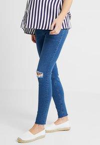 New Look Maternity - HARPER KNEE - Jeans Skinny - mid blue - 0