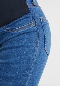 New Look Maternity - HARPER KNEE - Jeans Skinny - mid blue - 3