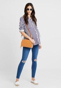 New Look Maternity - HARPER KNEE - Jeans Skinny - mid blue - 1