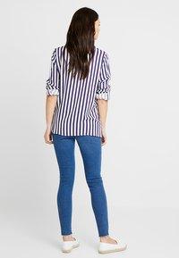 New Look Maternity - HARPER KNEE - Jeans Skinny - mid blue - 2