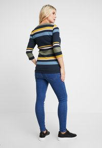 New Look Maternity - Jeans slim fit - mid blue - 2