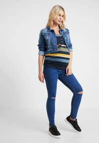 New Look Maternity - Jeans slim fit - mid blue - 1
