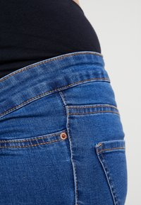 New Look Maternity - Jeans slim fit - mid blue - 3