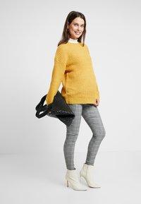 New Look Maternity - CHARLES CHECK BENGALINE TROUSER - Pantalon classique - grey - 1