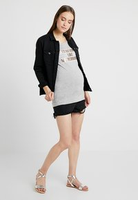 New Look Maternity - MOM - Jeansshorts - black - 1