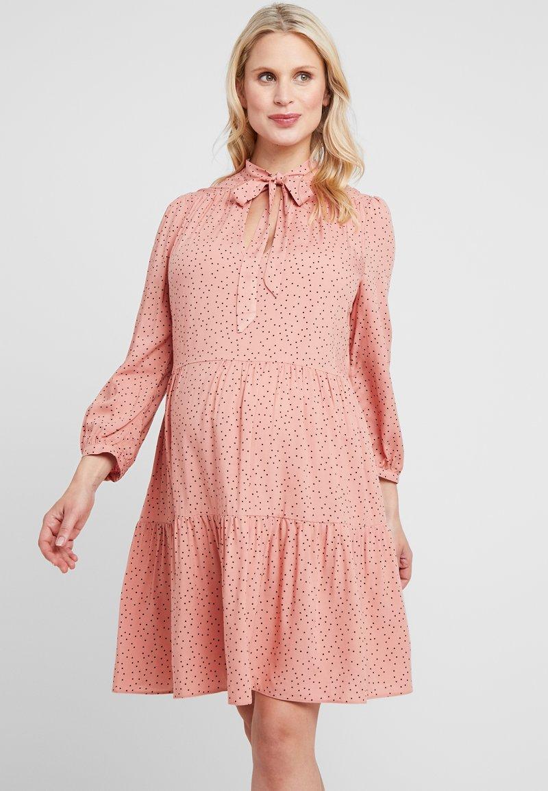 New Look Maternity - RIA DOT SMOCK - Denní šaty - salmon/black