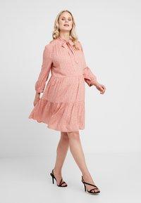 New Look Maternity - RIA DOT SMOCK - Denní šaty - salmon/black - 2