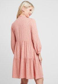 New Look Maternity - RIA DOT SMOCK - Denní šaty - salmon/black - 3