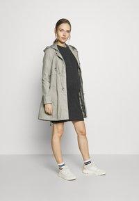 New Look Maternity - POPPER VARY BODYCON - Sukienka z dżerseju - dark grey - 1