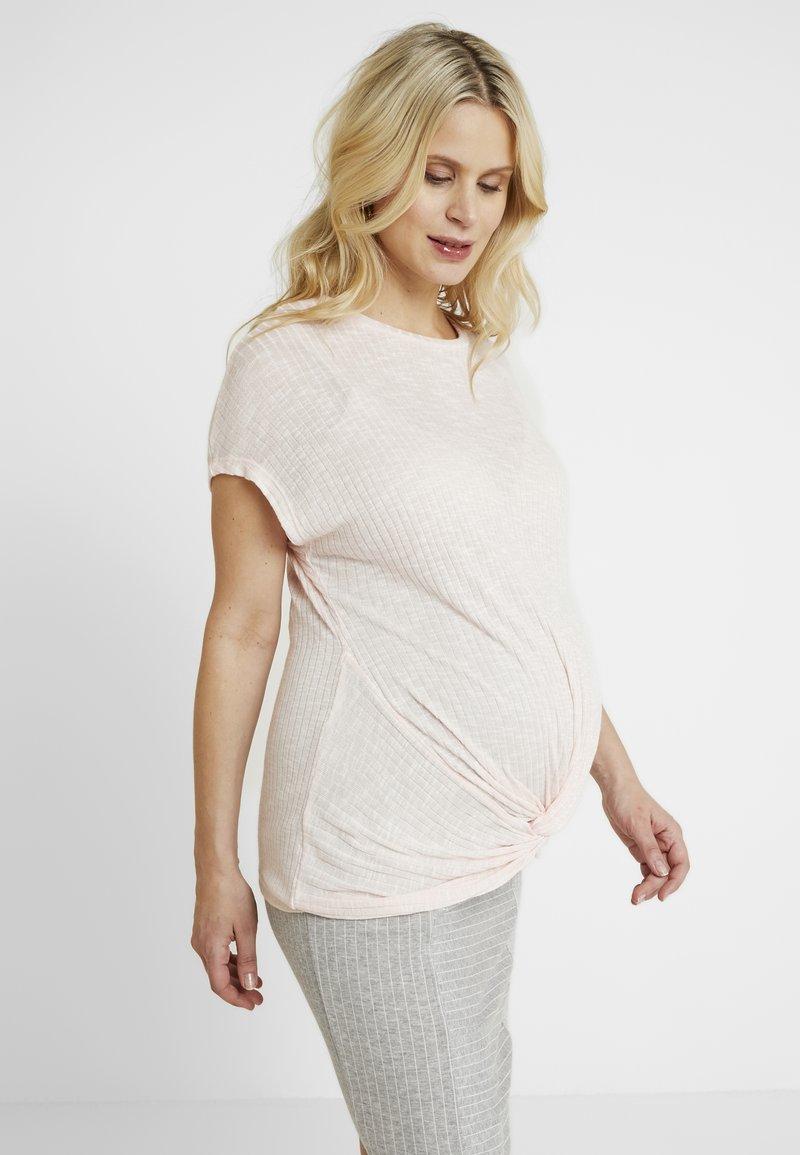 New Look Maternity - TWIST - T-Shirt print - pink