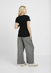 New Look Maternity - POPPER - T-shirts med print - black - 2