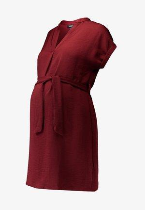 MATERNITY MARA OHEAD BELTED - Blus - dark burgundy