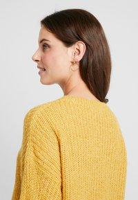 New Look Maternity - MATERNITY OP LI LONG LINE JUMPER - Jersey de punto - mustard - 3