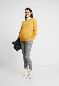 New Look Maternity - MATERNITY OP LI LONG LINE JUMPER - Jersey de punto - mustard - 1