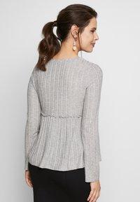 New Look Maternity - LOUNGE C+S FG LETTUCE EDGE - Stickad tröja - light grey melange - 2