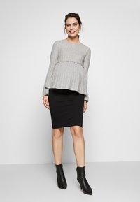 New Look Maternity - LOUNGE C+S FG LETTUCE EDGE - Stickad tröja - light grey melange - 1