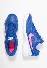 Nike Performance - COURT LITE - Buty tenisowe uniwersalne - indigo force/pink blast/half blue/white - 1