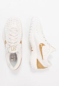 Nike Performance - AIR ZOOM CAGE HC - Kengät kaikille alustoille - phantom/metallic gold - 1