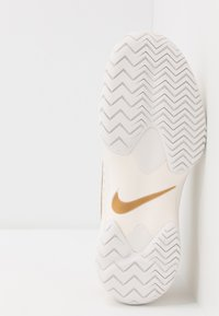 Nike Performance - AIR ZOOM CAGE HC - Kengät kaikille alustoille - phantom/metallic gold - 4