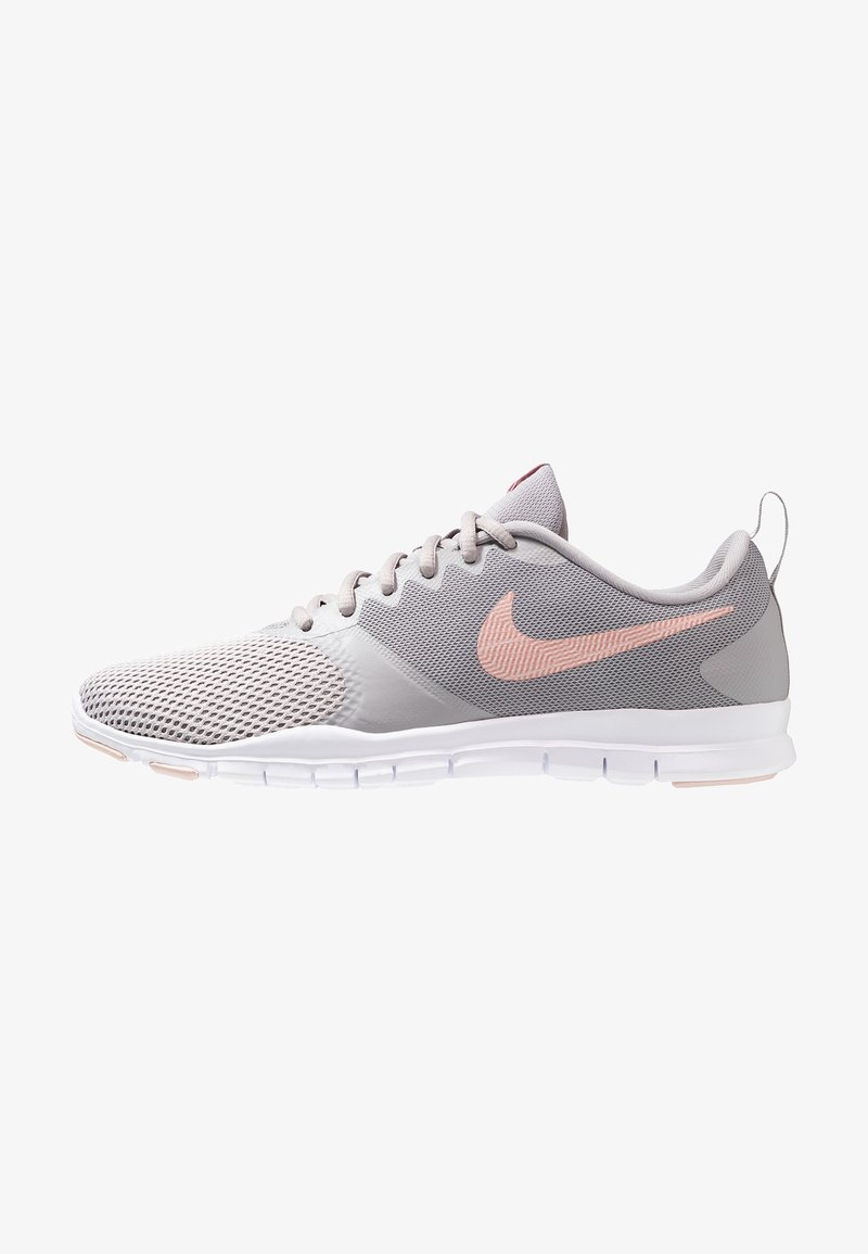 Nike Performance - WMNS NIKE FLEX ESSENTIAL TR - Trainings-/Fitnessschuh - atmosphere grey/pink quartz/echo pink/vast grey/white