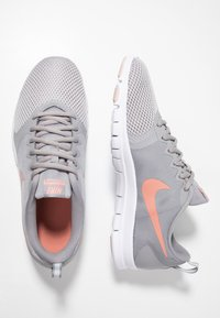 Nike Performance - WMNS NIKE FLEX ESSENTIAL TR - Trainings-/Fitnessschuh - atmosphere grey/pink quartz/echo pink/vast grey/white - 1