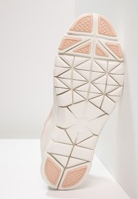 Nike Performance - WMNS NIKE FLEX ESSENTIAL TR - Sports shoes - guava ice/particle beige/sail - 4