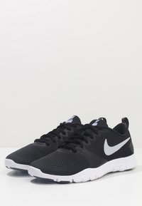 Nike Performance - WMNS NIKE FLEX ESSENTIAL TR - Gym- & träningskor - black/anthracite/white
