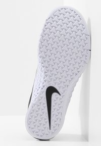 Nike Performance - METCON 4 - Sports shoes - black/metallic silver/white - 4