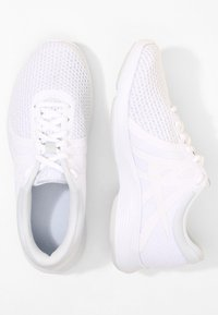 Nike Performance - WMNS REVOLUTION 4 EU - Obuwie do biegania treningowe - white/pure platinum - 1