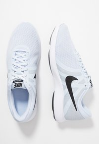 Nike Performance - WMNS REVOLUTION 4 EU - Hardloopschoenen neutraal - half blue/black/wolf grey/white - 1
