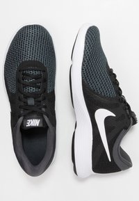 Nike Performance - WMNS REVOLUTION 4 EU - Neutrale løbesko - black/white/anthracite - 1