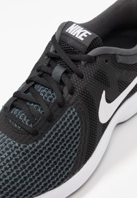 Nike Performance - WMNS REVOLUTION 4 EU - Neutrale løbesko - black/white/anthracite - 5