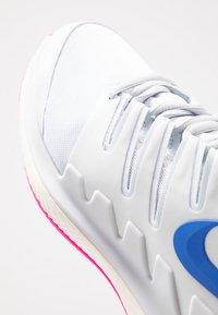Nike Performance - AIR ZOOM VAPOR X CLAY - Tenisové boty na antuku - pure platinum/racer blue/metallic platinum/pink blast/phantom - 5