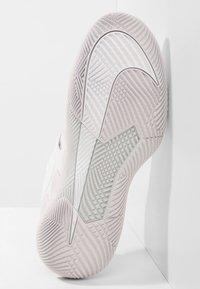 Nike Performance - AIR ZOOM VAPOR X - Multicourt tennis shoes - white/vast grey - 4