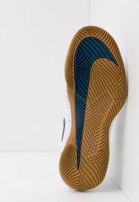 Nike Performance - AIR ZOOM VAPOR X - Allcourt tennissko - white/valerian blue/optic yellow/wheat - 4