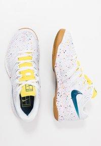 Nike Performance - AIR ZOOM VAPOR X - Allcourt tennissko - white/valerian blue/optic yellow/wheat - 1