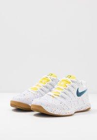 Nike Performance - AIR ZOOM VAPOR X - Allcourt tennissko - white/valerian blue/optic yellow/wheat - 2