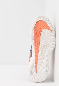 Nike Performance - AIR ZOOM VAPOR X - Zapatillas de tenis para todas las superficies - gridiron/hyper crimson/phantom - 4