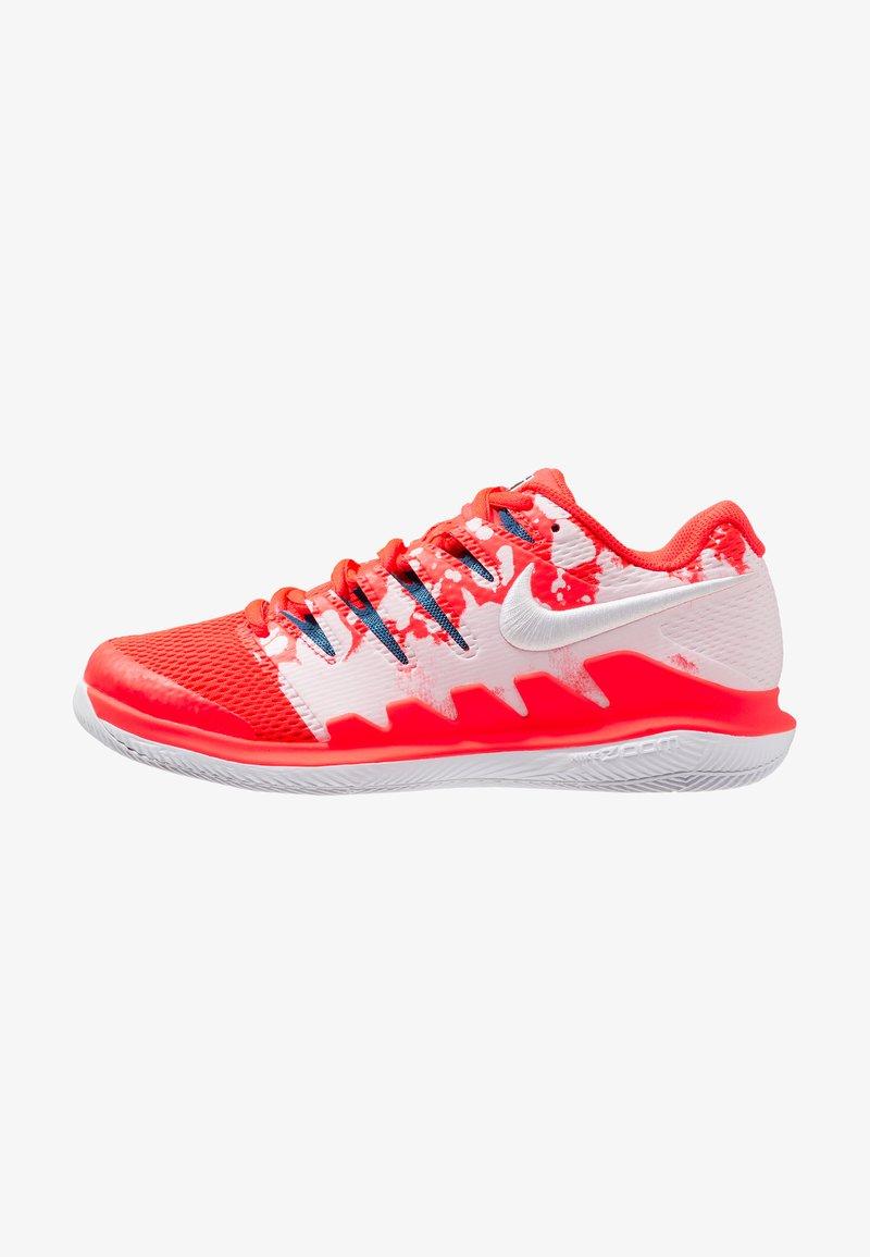 Nike Performance - AIR ZOOM VAPOR X HC - Multicourt tennis shoes - bright crimson/white/industrial blue
