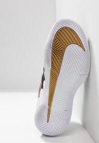 Nike Performance - AIR ZOOM VAPOR X - Scarpe da tennis per tutte le superfici - black/metalilc gold/white - 4