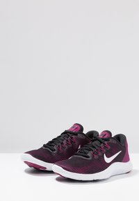 Nike Performance - FLEX 2018 RN - Chaussures de course neutres - black/white/true berry/burgundy ash - 2