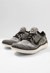 Nike Performance - FREE RN FLYKNIT 2018 - Trainers - white/black - 2