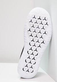Nike Performance - FREE RN FLYKNIT 2018 - Minimalist running shoes - black/white - 4