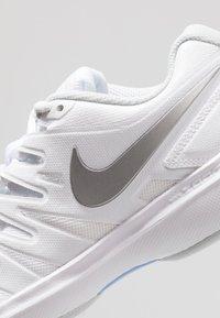 Nike Performance - AIR ZOOM PRESTIGE - Multicourt tennis shoes - white/metallic silver/pure platinum/aluminum - 5