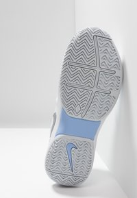 Nike Performance - AIR ZOOM PRESTIGE - Multicourt tennis shoes - white/metallic silver/pure platinum/aluminum - 4