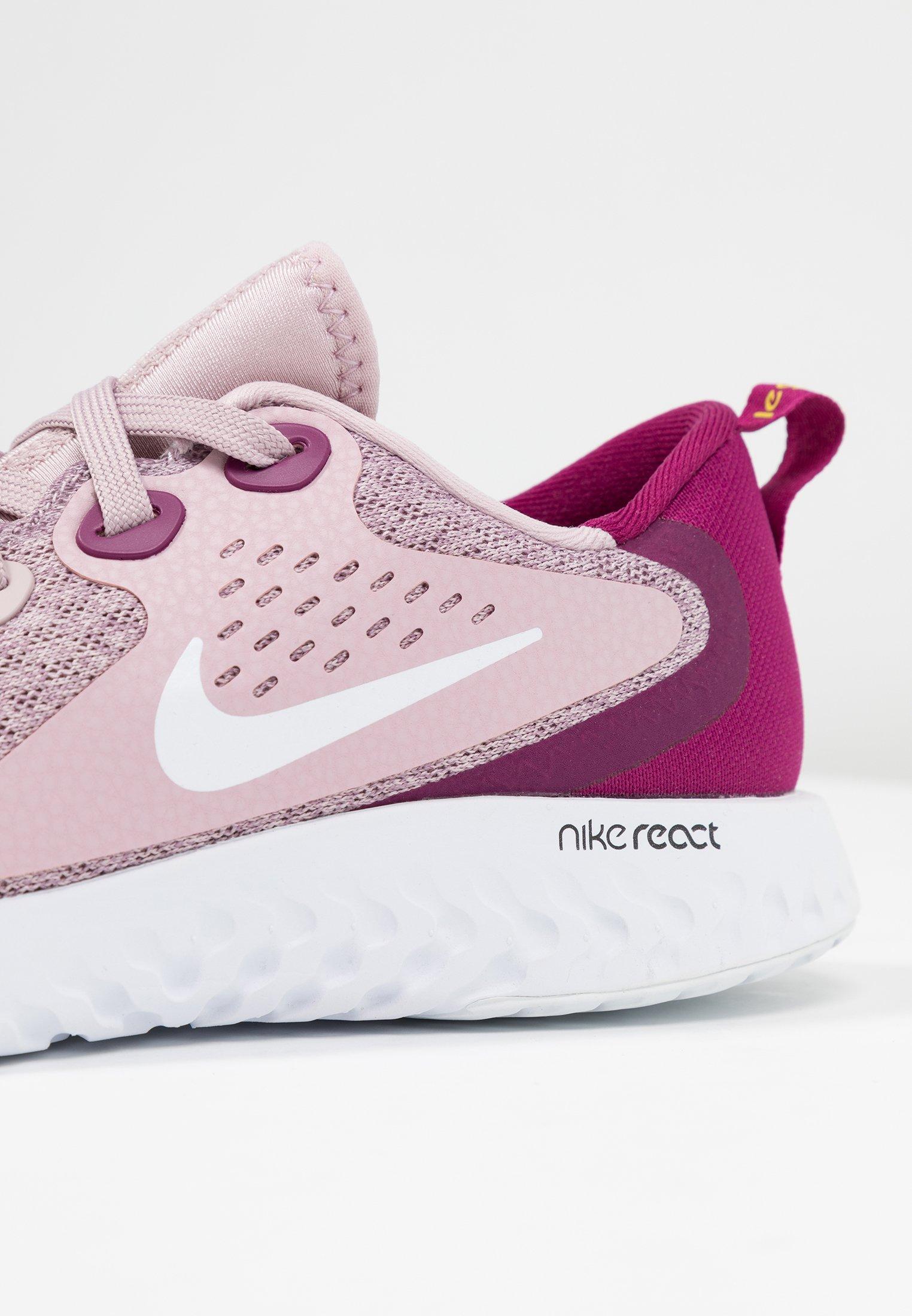 Nike Performance LEGEND REACT - Obuwie do biegania neutralne - plum chalk/white/true berry/bright citron
